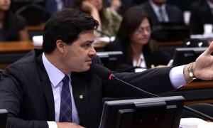 Sandro Alex critica postura do governo na greve dos caminhoneiros