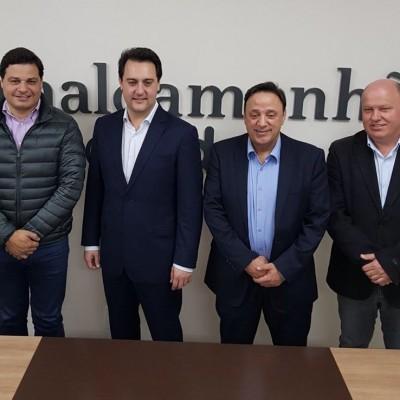 Deputados Ratinho e Hussein e o vice presidente do Podemos Chociai.