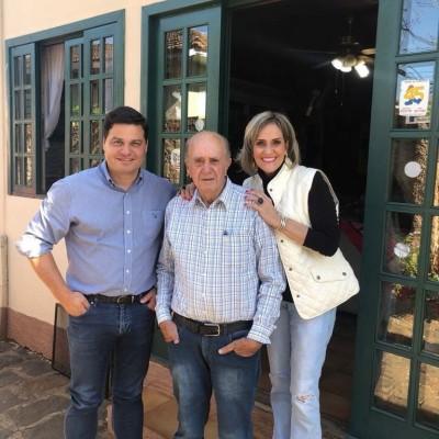 Em Tibagi com o ex prefeito Zezito e ex prefeita Angela.