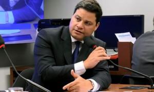 Sandro Alex apresenta projeto para cassar mandatos de deputados presos
