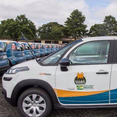 Ao lado da 1ª dama do país Michele Bolsonaro entregando carros e ônibus para municípios que represento como Dep. Federal.