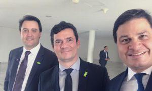 """Sandro Alex posta foto ao lado de Sérgio Moro: """"É uma honra"""""""